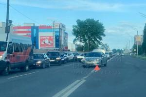 В Брянске на улице Бурова столкнулись две легковушки