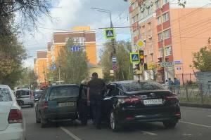 В Брянске на улице Советской столкнулись две легковушки