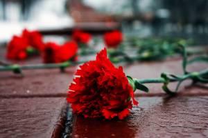 В Брянске почтили память героев на площади Воинской славы