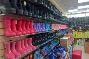В брянском магазине обнаружили 2806 пар нелегальной обуви из Китая