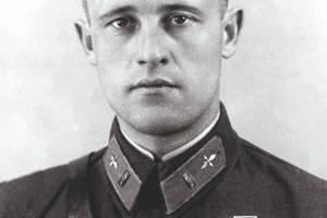 Сегодня исполняется 105 лет со дня рождения брянского летчика Анатолия Морозова