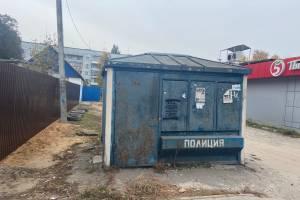 В Новозыбкове будка полиции превратилась в туалет и мусорку