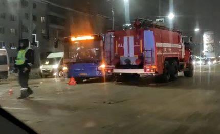 В Брянске возле ТЦ «Куб» на Авиационной столкнулись два автобуса