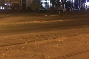 В Брянске два автомобиля провалились в дыру перед люком