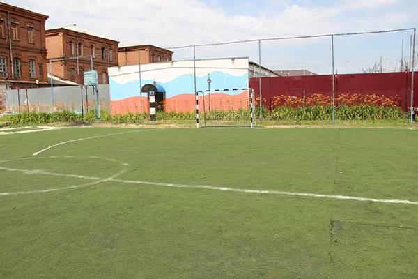 Для зэков брянской колонии строгого режима благоустроили футбольное поле