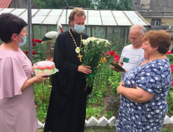 В Карачевском районе педагогам подарили иконы