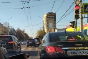 В Брянске Красноармейская встала в пробке от «Мельницы» до таксопарка