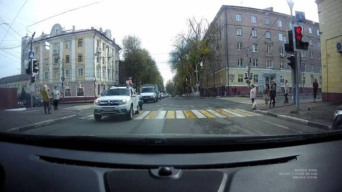 Водители массово нарушили правила в центре Брянска
