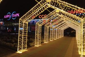 В Брянске перед ТРЦ «Аэропарк» появился светящийся коридор