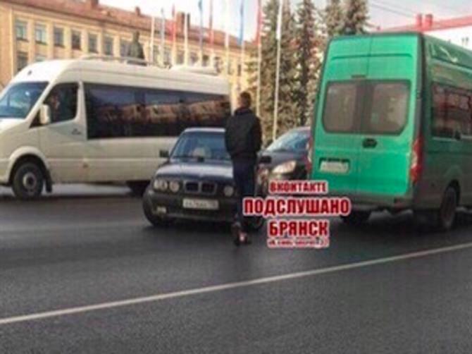 В Брянске на площади Ленина произошло ДТП