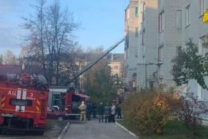 В Брянске из горящей квартиры спасли 4 человек