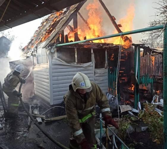 В Карачеве сгорел сарай на частном подворье