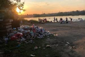 В Брянске «живописная» свалка затмила прекрасный закат на озере ДСК