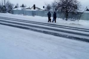 В Брянске жителей Бежицы вынудили рисковать жизнью на дороге