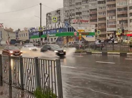 В Брянске после сильного ливня ушел под воду микрорайон Московский