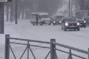 В Брянске перед переулком Пилотов заглохла маршрутка №28