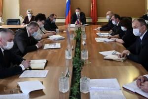 Россияне посчитали зарплаты чиновников неоправданно высокими