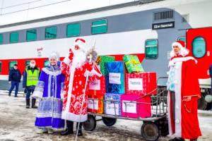В Брянске на железнодорожном вокзале заметили Дед Мороза со Снегурочкой