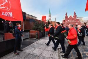 «Если вынести, то зарплаты вырастут?»: брянцы поссорились из-за тела Ленина