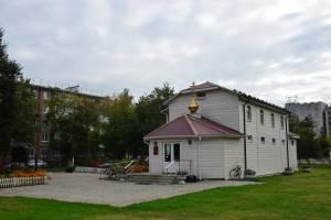 Брянский митрополит Александр совершил литургию в храме во имя собора архистратига Михаила