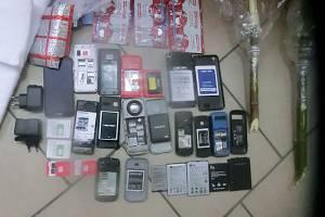 С начала года за переброски в брянские колонии мобильников задержали 53 человека