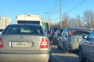 В Брянске проспект Московский встал в пробке