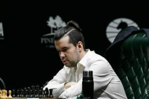 Брянскому гроссмейстеру Яну Непомнящему осталось два шага до матча за шахматную корону