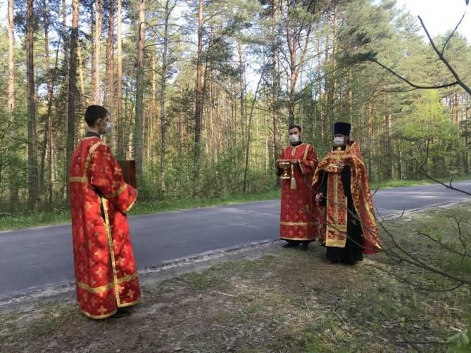 Под Карачевом освятили место смертельной аварии