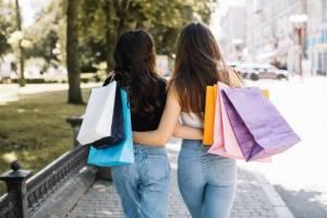 В Брянске две девушки устроили шоппинг по найденной банковской карте