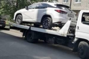 Брянские приставы эвакуатором забрали Lexus экс-чиновницы Цыганок