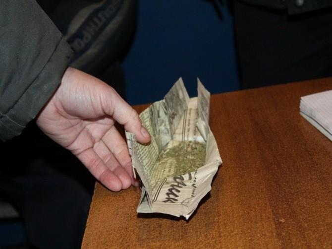 В кармане у жителя Трубчевска нашли марихуану