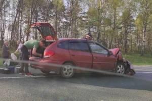 Под Брянском столкнулись легковушка и фургон