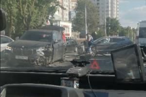 В Брянске на улице Дуки случилась серьезная авария