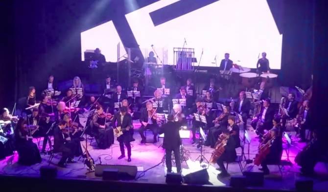 Брянцам показали уникальный концерт «Симфоническое КИНО»