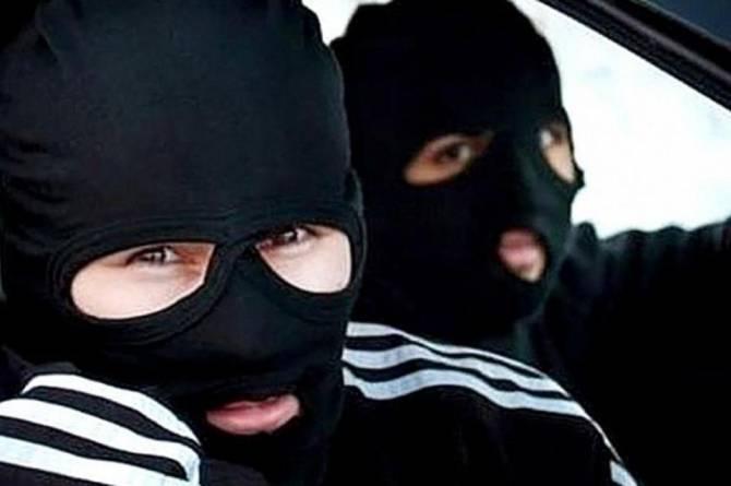 В Брянске двое уголовников в масках избили и ограбили пенсионеров
