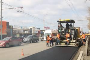 В Брянске начали латать убитую дорогу вдоль ТРЦ «Аэропарк»