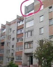 В Брянске на Карачижской мужчину едва не убил упавший с многоэтажки кирпич