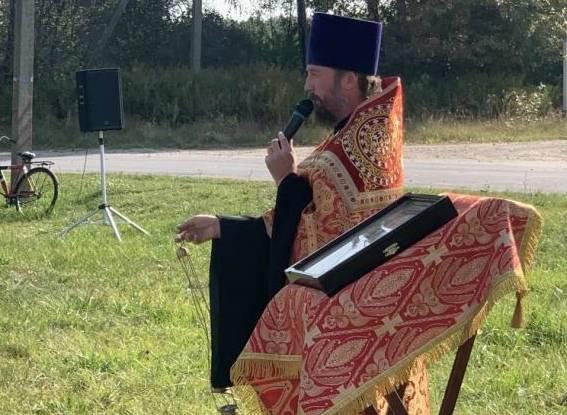 В брянском селе Верхополье на месте разрушенного храма совершили молебен