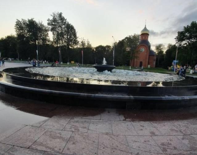 В Брянске «вышел из берегов» фонтан перед Курганом Бессмертия