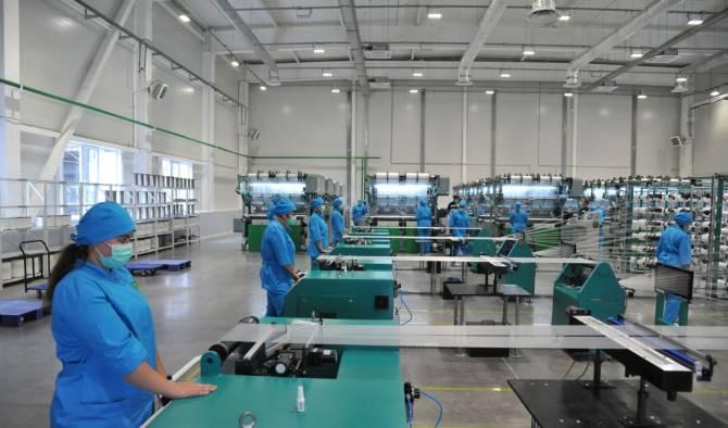 Рабочим на производстве масок в Почепе предложили уволиться из-за отсутствия заказов