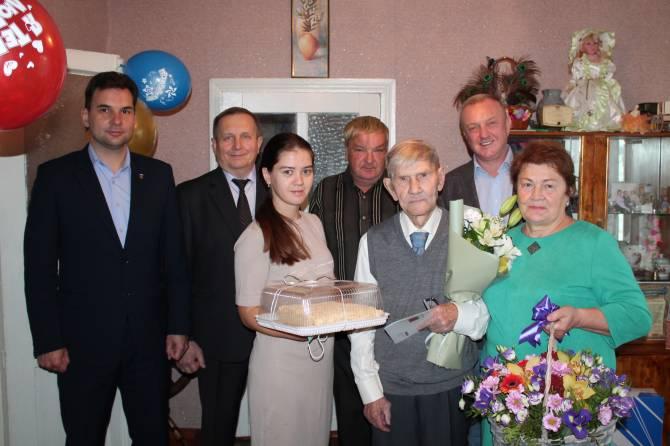 В Суземке поздравили со 100-летием ветерана
