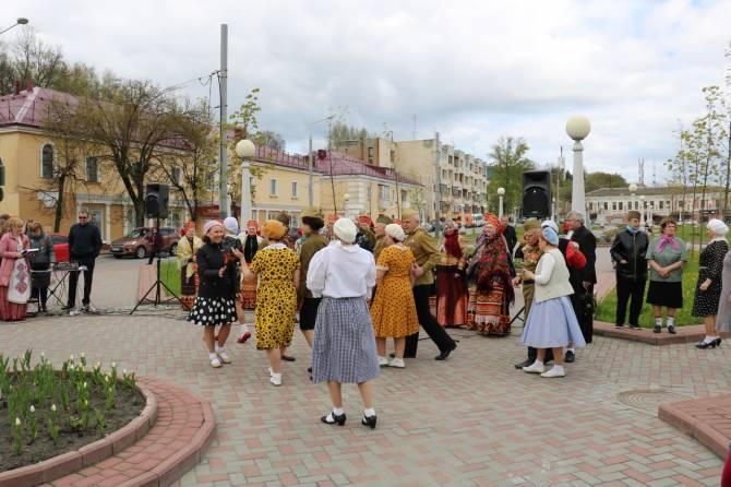 Жители Брянска станцевали «РиоРиту»