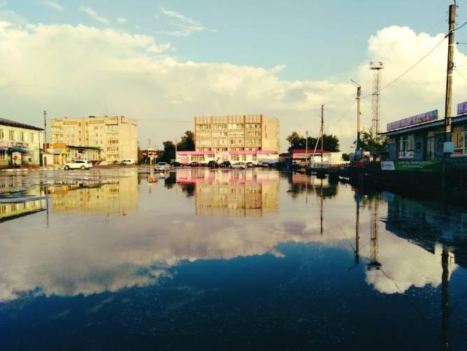 В Навле после ливня ушла под воду привокзальная площадь