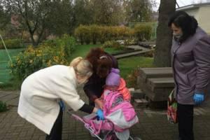 В Брянске поздравили спасенную от издевательств 8-летнюю девочку