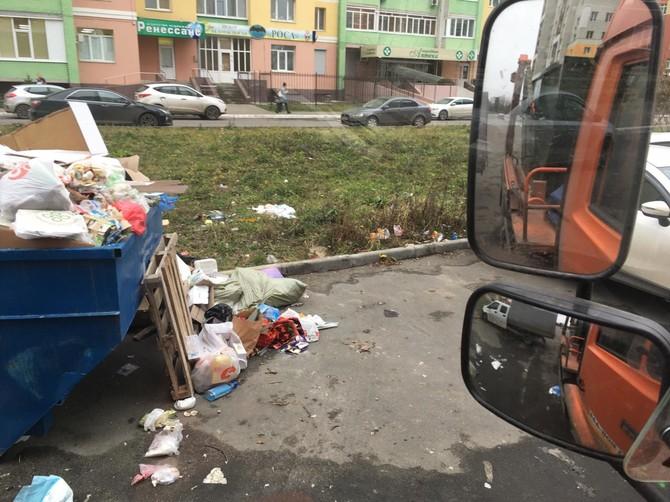 В Брянске ликвидируют мусорный апокалипсис на улице Дуки