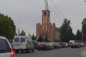 В Брянске улица Бежицкая встала в утренней пробке