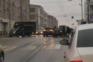 В Брянске на площади Ленина произошла авария