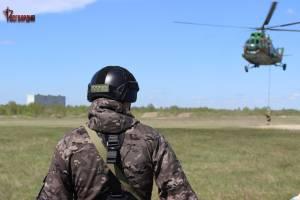 Брянские бойцы СОБР и ОМОН десантировались с вертолёта Ми-8