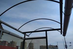 В Брянске без крыши осталась новая остановка на Советской