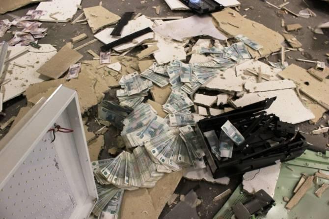В Брянске преступники взорвали газом банкомат в «Пятерочке»